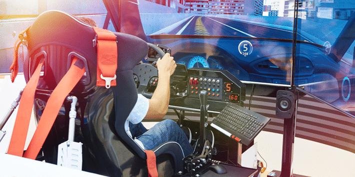 Les marques de pneus s'engagent sur les circuits virtuels pour la compétition en simulateur de conduite