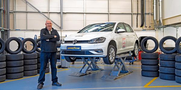 Meilleurs pneus été 2021 : test et comparatif de pneus dans l'atelier de Auto Express