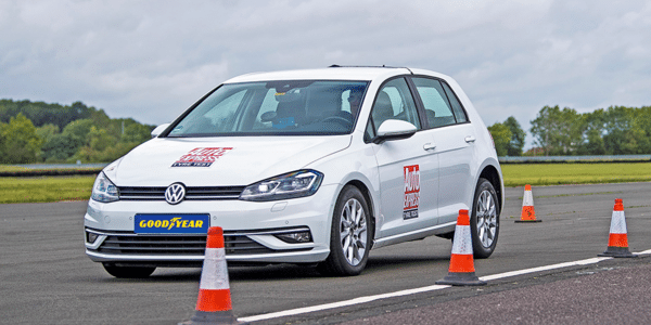 Meilleurs pneus été 2021 : test et comparatif du freinage des pneus par Auto Express