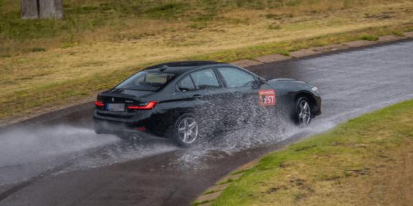 Test pneus hiver : ACE Lenkrad fait un comparatif sur sol mouillé pour berlines