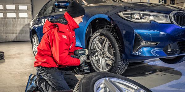 Test pneus hiver : montage des pneus sur berlines par AMS