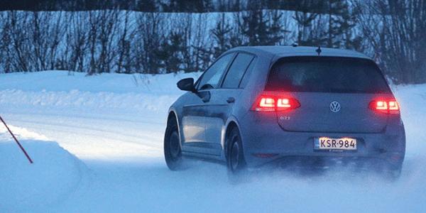 Test pneus hiver sur neige : ADAC et TCS font un comparatif des meilleurs pneus neige pour voitures compactes