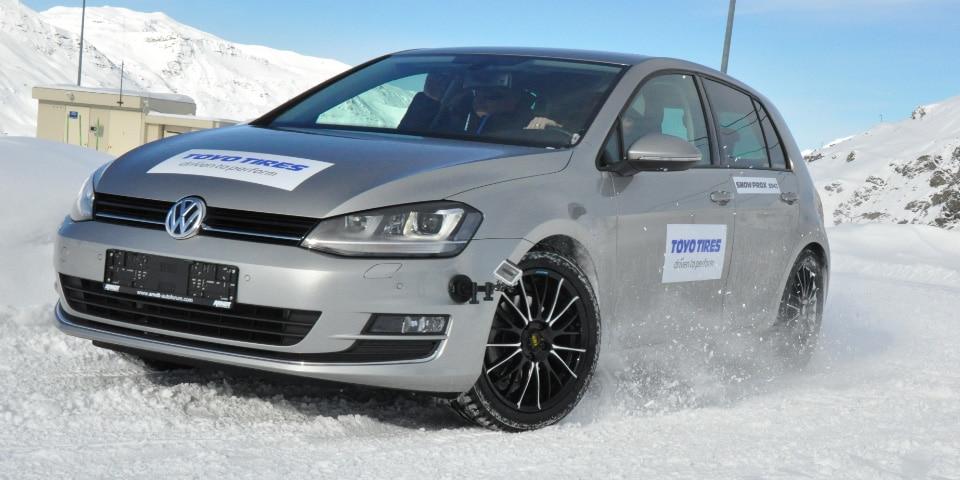 Toyo Volkswagen sur piste de neige
