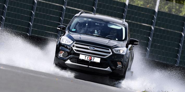 Test pneus été pour SUV : adhérence sur sol mouillé